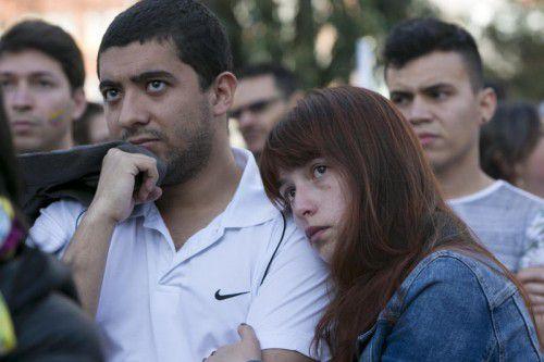 """Betretene Gesichter bei den Befürwortern des Friedenspakts. Eine hauchdünne Mehrheit stimmte mit """"Nein"""" ab.  Foto: AP"""