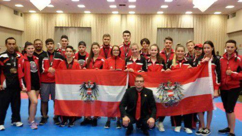 Bild der erfolgreichen österreichischen Kickboxer bei der Weltmeisterschaft in Orlando. Foto: Verein