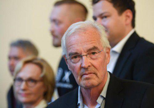 Bodo Kirchhoff im Kreise der Finalisten, darunter die Vorarlberger Schriftstellerin Eva Schmidt. Foto: APA