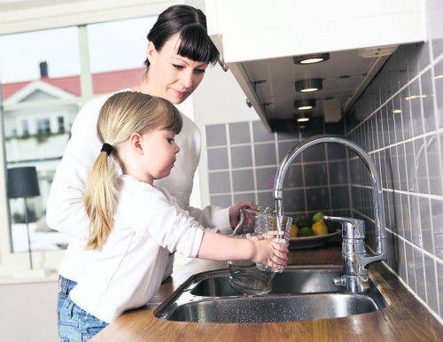 Boilerwasser sollte nicht getrunken werden, Trinkwasser laufen lassen bis kühles Wasser kommt.