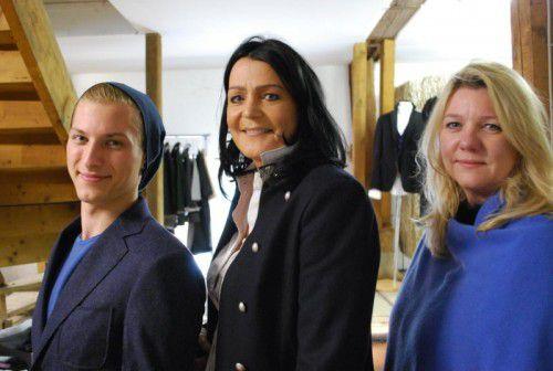 Christoph Hofherr von Weber+Weber (l.) mit Angelika Wiesenegger und Isabelle Feierle vom Modelabel Why. FotoS: E. Rhomberg