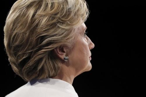 Clinton war siegessicher. Die Ankündigung des FBI-Chefs zu neuen Ermittlungen könnte ihre Chancen, US-Präsidentin zu werden, schmälern.AP