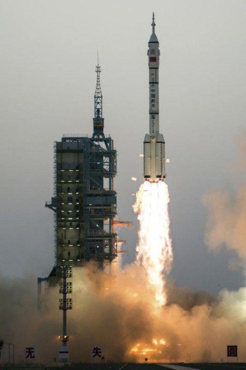 """Das chinesische Raumschiff """"Shenzhou 11"""" mit zwei Astronauten an Bord hat erfolgreich an Chinas Raumlabor """"Tiangong 2"""" angedockt.  Foto: AP"""