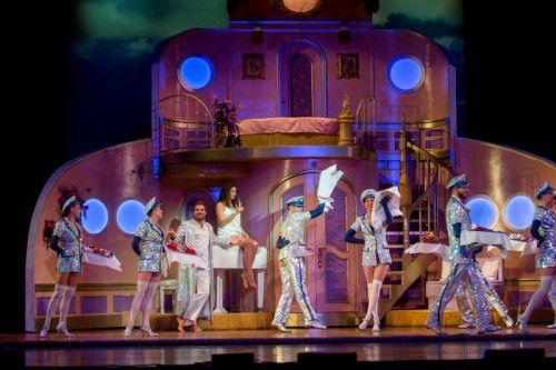 """Das vorwiegend auf einem Schiff spielende Musical """"Ich war noch niemals in New York"""" hat gestern Abend am Bregenzer Bodenseeufer angelegt. Foto: VN/paulitsch"""