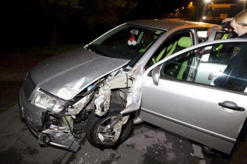Der 32-jährige Mann fuhr nach dem Unfall zunächst noch weiter, dann blieb das stark beschädigte Auto jedoch liegen.