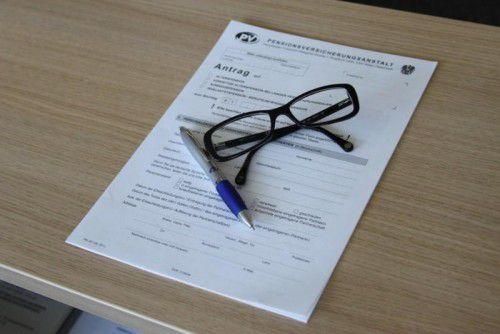 Der Angeklagte half Bekannten durch den Formulardschungel der Pensionsanträge und betrog sie dabei um ihr Geld. Foto: PVA
