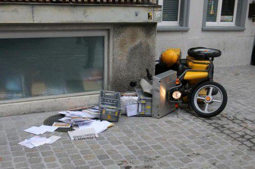 Der Dieb krachte mit dem Postler-Töff gegen eine Wand. Foto: POlizei