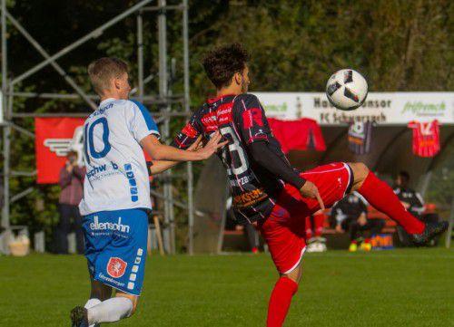 Der FC Schwarzach verteidigte mit einem Sieg die Tabellenführung in der Landesliga. Foto: paulitsch