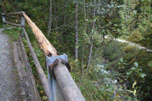 Der gebrochene Zaun am Ort des tragischen Unglücks ist in der Zwischenzeit erneuert worden. Foto: Scopoli