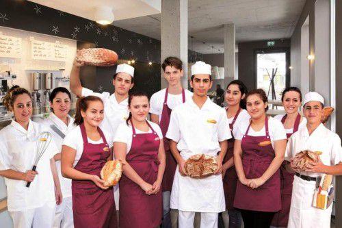 Die Bäckerei Mangold beschäftigt – über alle Berufe und Lehrjahre gerechnet – 36 Lehrlinge. In diesem Herbst haben elf neue Lehrlinge mit ihrer Berufsausbildung bei Mangold begonnen. Davon sechs im Verkauf, zwei als Konditorin und drei als Bäcker.