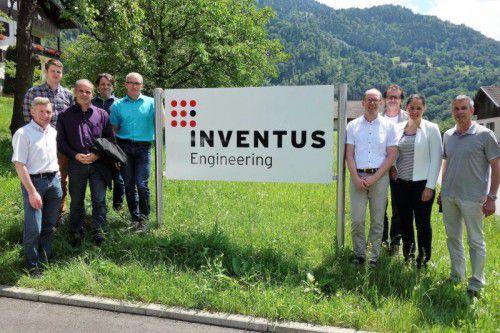 Die Bürgermeister des Montafons überzeugten sich vor Ort über die Projekte der Hightech-Schmiede. Foto: stand montafon
