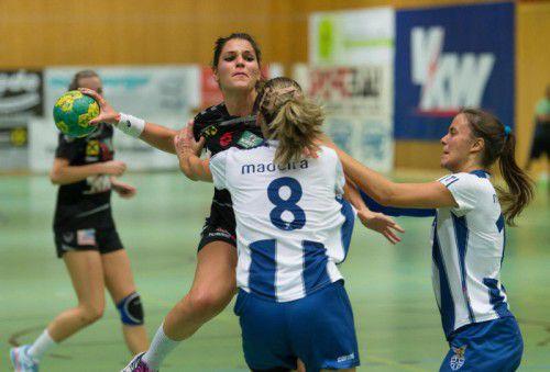 Die Damen des SSV Schoren gaben gegen Madeira alles. Johanna Rauch erzielte dabei in der ausverkauften Messehalle zehn Tore. stiplovsek