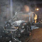 Unfallauto brannte in ÖAMTC-Halle völlig aus