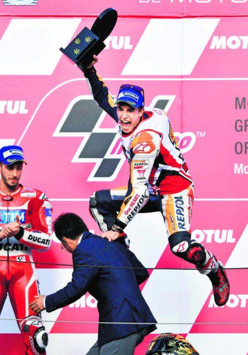 Die Freude kennt bei Marc Marquez nach dem Gewinn des fünften Motorrad-WM-Titels keine Grenzen. Foto: reuters