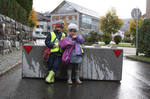 Die kleinen Verkehrsteilnehmer profitieren in Lingenau von einem verkehrsarmen Weg in den Kindergarten. Foto: me