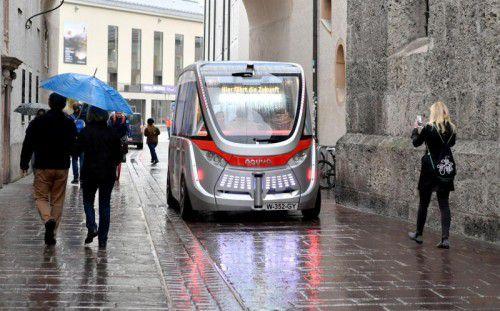 Die Maximalgeschwindigkeit des Elektro-Minibusses liegt bei 45 km/h, er kann in beide Richtungen fahren.  Foto: APA