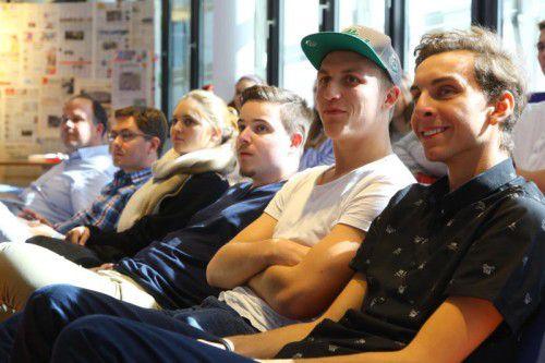Die Schüler der 5ak der HAK Feldkirch hatten bei ihrem Besuch auch jede Menge Fragen im Gepäck. Fotos: VN/Hofmeister