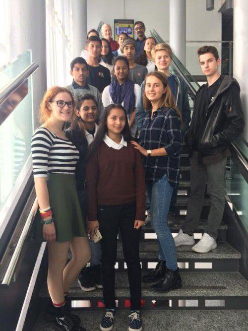 Die Schülergruppe aus Manali besuchte mit ihren Projektpartnern aus Feldkirch Russmedia in Schwarzach.