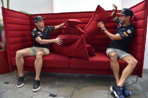 Die Streithanseln müssen funktionieren: Max Verstappen (l.) und Daniel Ricciardo. Foto: apa