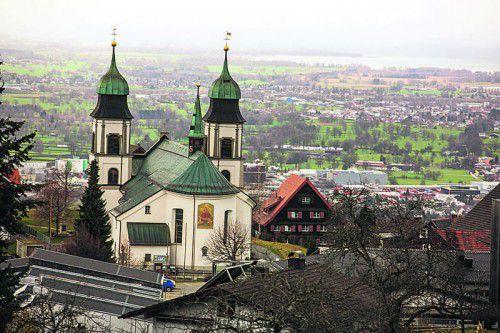 Die umstrittene Renovierung der Kirche Bildstein sorgt auch für Diskussionen über die Verwendung von Kirchenbeiträgen. Foto: VN/KH
