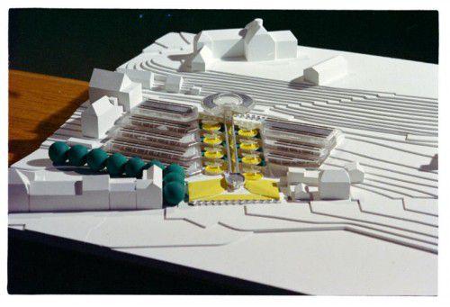 Dieses spektakuläre Modell hat es nicht geschafft. Im Frühjahr 1976 begannen die Bauarbeiten, im August 1981 startete der Umzug ins neue Landhaus. Fotos: LB, VN