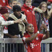 Costa feiert Tor mit einem Selfie