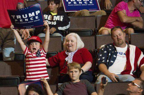 Drei Generationen für Trump: Der US-Präsidentschaftswahlkampf wird ziemlich heftig fortgesetzt. Foto: afp
