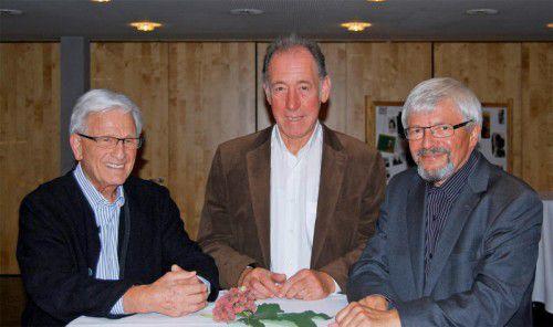 Ehemaliger und jetziger Präsident des Vorarlberger Kinderdorfs (v.l.): Walter Gasser, Franz Josef Köb sowie Psychologe Willi Schmutzhard.
