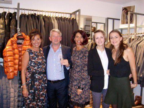 Ein Team als Gastgeber für Modeevent: Bertram Malang mit Marion sowie Sarah und Elsa. Fotos: Privat/Marion Gunz