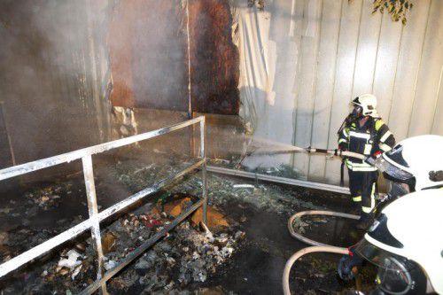 Eine der Brandstellen befand sich in unmittelbarer Nähe des Feuerwehr-Gerätehauses. Foto: Mathis