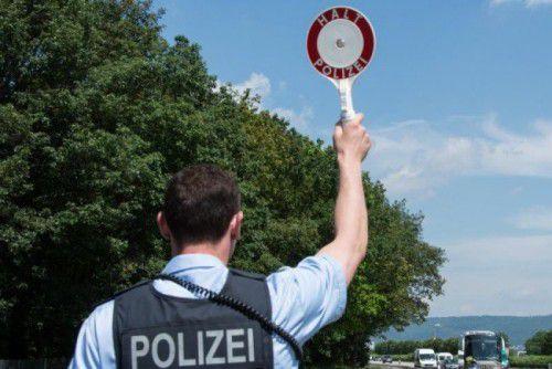 Anhalteversuche der Beamten ignorierten die jungen Vorarlberger.