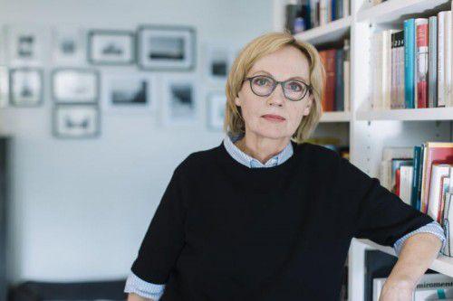 """Eva Schmidt kam mit """"Ein langes Jahr"""" unter die Finalisten für den Deutschen Buchpreis und ist nun mit """"Die untalentierte Lügnerin"""" erneut nominiert. Lisa Mathis"""