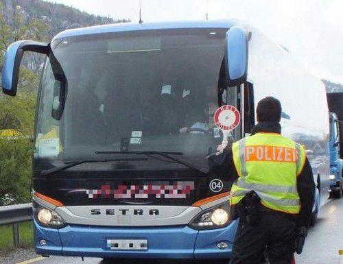 Fernreisebusse sind ein beliebtes Transportmittel für illegal Einreisende. Doch das wissen auch die Schleierfahnder. Foto: Polizei