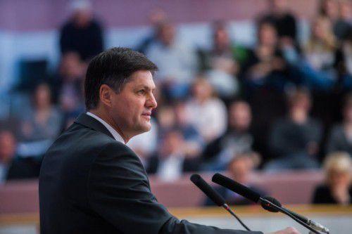 """FPÖ-Klubobmann Daniel Allgäuer freut sich über den """"Sinneswandel der ÖVP"""" und macht dies zum Thema im Landtag. Foto: VN/Steurer"""