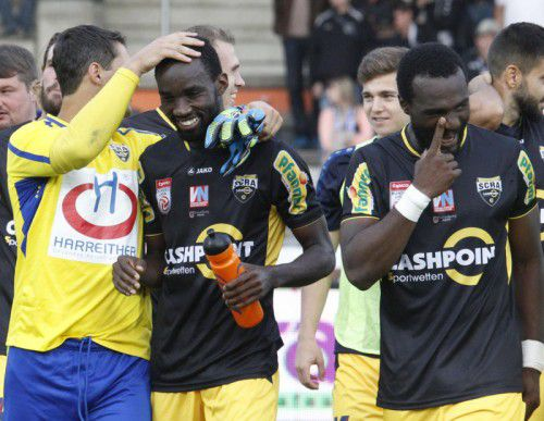 Freude über den Sieg bei Martin Kobras, Nicolas Moumi Ngamaleu und Louis-Clement Ngwat-Mahop (v. l.). Foto: apa