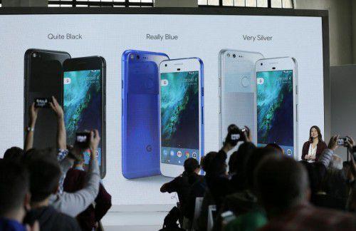 """Gestern Abend stellte Google sein Smartphone """"Pixel"""" vor. Es soll über die beste, je in einem Smartphone verbaute Kamera verfügen, so der Internet-Gigant bei der Präsentation. Fotos: reuters, ap"""