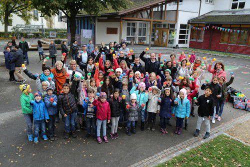 Groß ist die Freude über den neuen Pausenhof der Volksschule in Rankweil-Brederis. Foto: etu