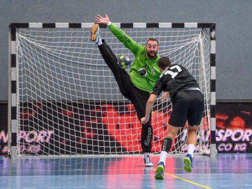 Hard-Goalie Golub Doknic und Co. empfangen Ferlach.  Foto: GEPA
