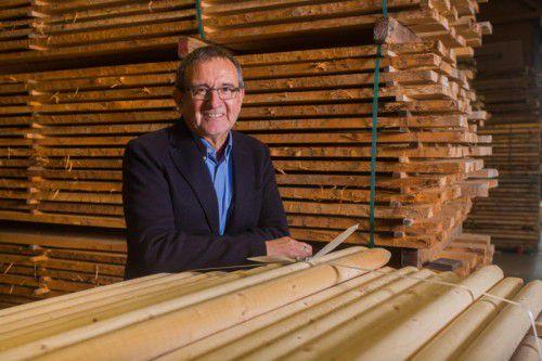 Helmut Khüny ist seit dem Jahr 1999 bei der Firma Tschabrun. Das Unternehmen mit Standorten in Rankweil, Bürs und Innsbruck zählt zu den größten Holzhändlern in Österreich. Fotos: VN/steurer