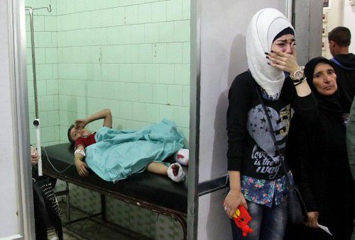 Im Krankenhaus in einem von der Regierung kontrollierten Gebiet in Aleppo werden Verwundete behandelt. Foto: afp