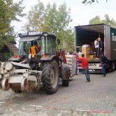 Ein Lkw voll mit Hilfe für  Straßenkinder