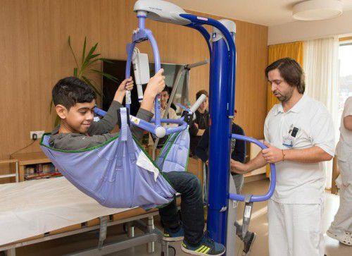 In den Gesundheits- und Krankenpflegeschulen wird demonstriert, wie der berufliche Alltag aussieht.
