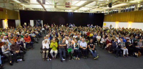 In dichten Reihen saßen die MedKonkret-Besucher und nahmen interessiert die Ausführungen des Referenten auf. Fotos: vn/paulitsch