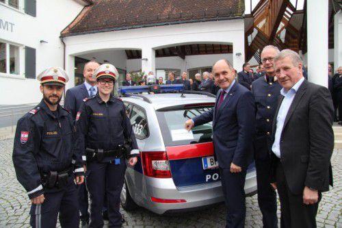 Innenminister Wolfgang Sobotka (3.v.re.) bei der Auftaktveranstaltung in Klaus.  Foto: VOL.At/Rauch