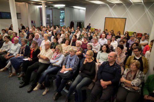 Interessiert lauschten die Besucher den Ausführungen. Danach gab es noch eine ausgedehnte Fragerunde. Fotos: VN/paulitsch
