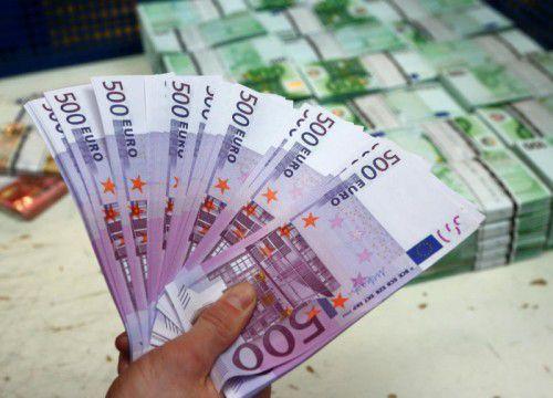 Internationale Konzernriesen sparen mit umstrittenen, aber legalen Tricks Unsummen an Steuern – auch in Österreich. FOTO: REUTERS