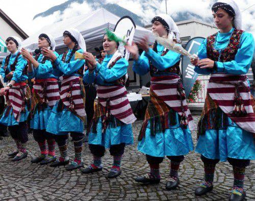 Internationales Flair herrscht auf dem Remise-Platz. Foto: Stb