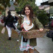 Mit Gummistiefeln zum Herbstmarkt in Rankweil