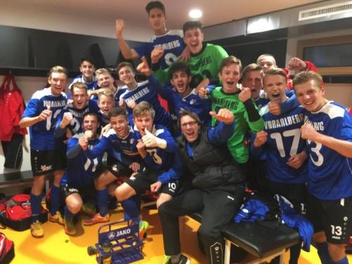 Jubel nach dem 3:2-Erfolg gegen Tirol: Die U-16-Elf der Akademie Vorarlberg. Foto: vfv