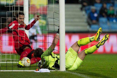 Jubel um Torschütze Philipp Netzer (kleines Bild). Sein Kopfball wurde von Admiras Toni Vastic klar hinter der Linie geklärt. Foto: apa